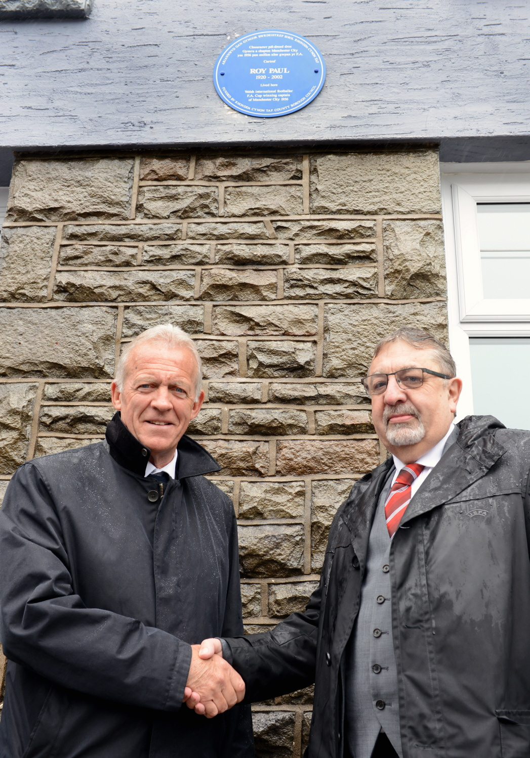 Alan Curtis and Kieran O'Connor at the unveiling of the Blue Plaque.
