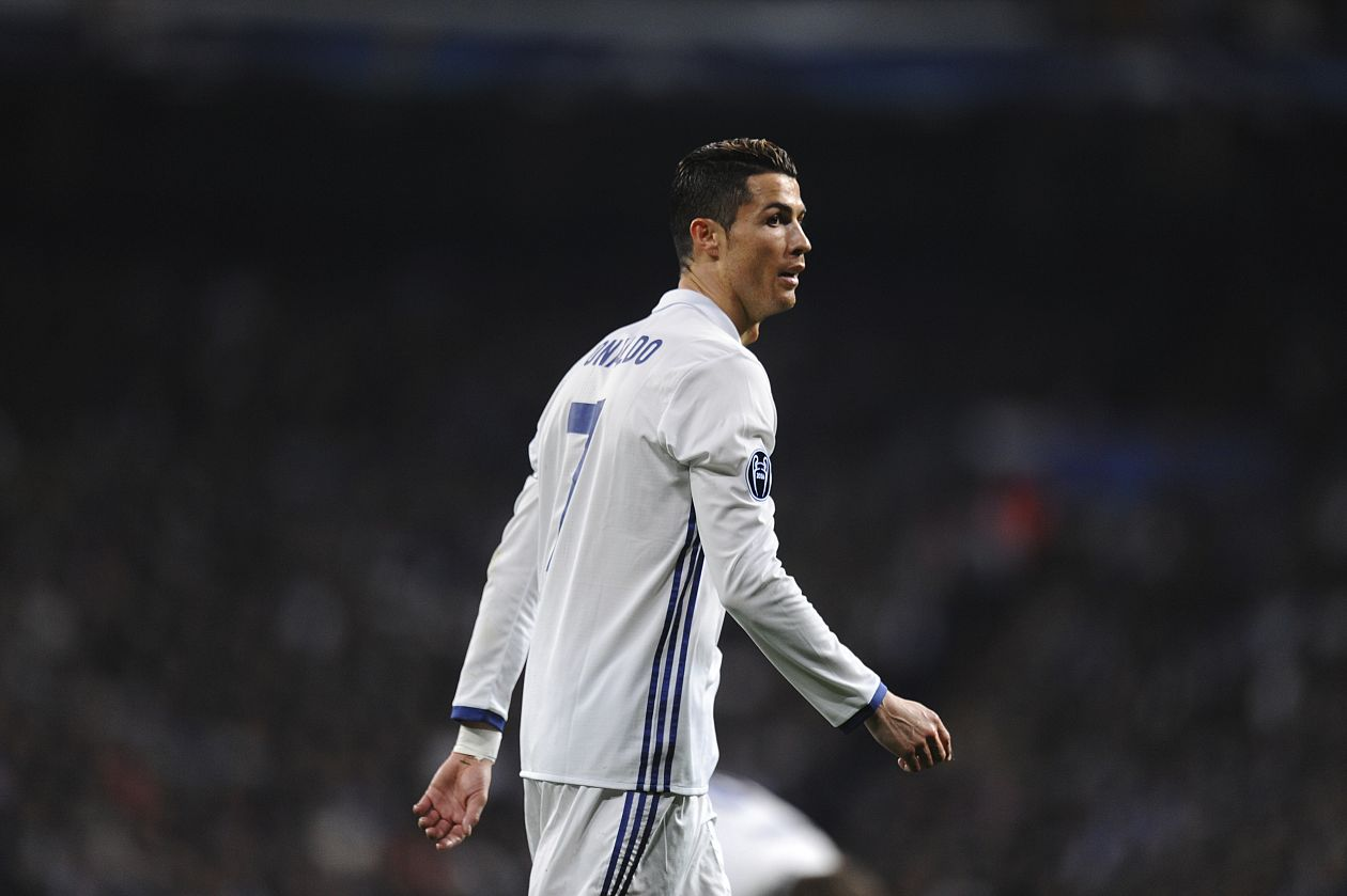 Ronaldo sets record as holders make UCL headlines